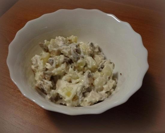 рецепт салата из консервированных кальмаров