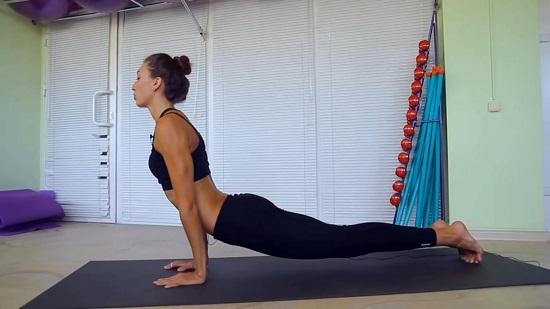 выполнение упражнения «Планка»