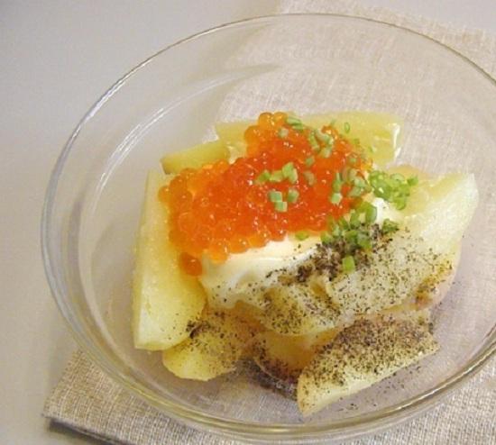 В салатницу выложим картофельные дольки