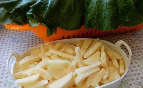 Нарежем картофель нетолстой соломкой