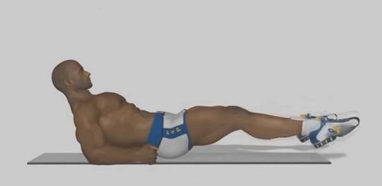 Ровные ноги поднимаем над уровнем пола