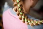 Плетение кос с лентами: красивые варианты