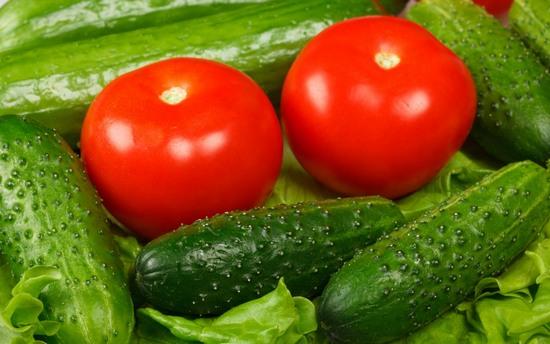 Калорийность салата из огурцов и помидоров