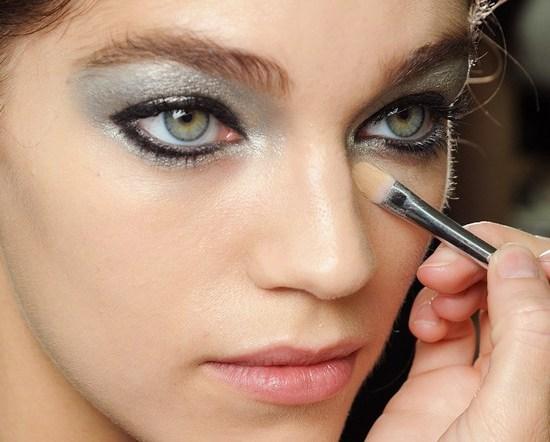 тени металлических оттенков на глазах