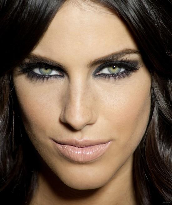 Макияж «смоки айс» для темно-русых девушек с зелеными глазами