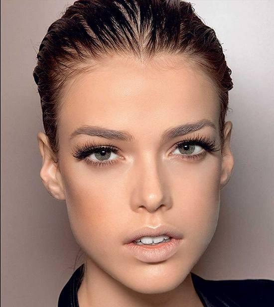 золотой макияж для зеленых глаз и русых волос
