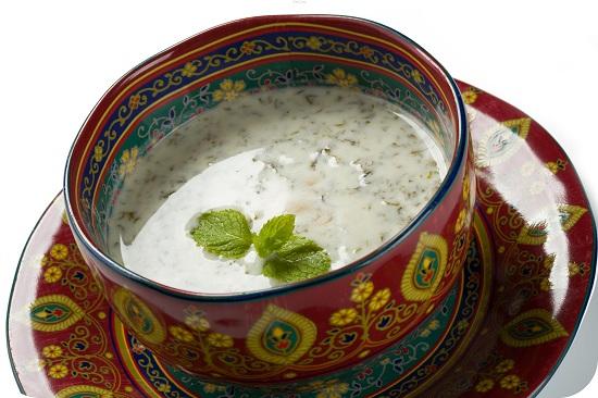Азербайджанскую довгу готовят на кисломолочной основе