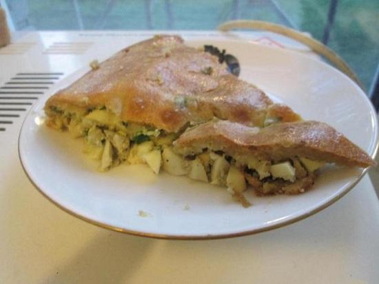 Заливной пирог с луком и яйцом: рецепты