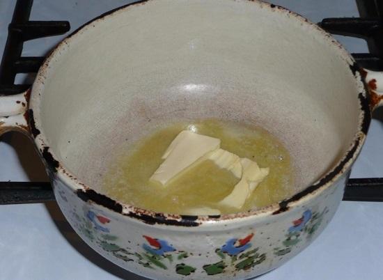 выкладываем кусочек сливочного масла