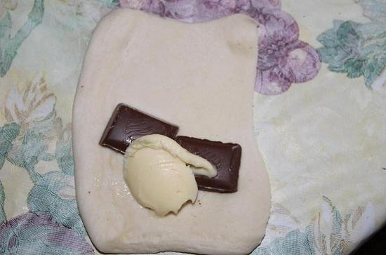 пару кусочков шоколадной плитки