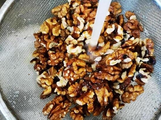 Выкладываем ядра грецких орехов