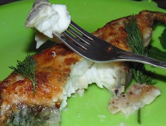 Стейк зубатки на сковороде: рецепт с фото