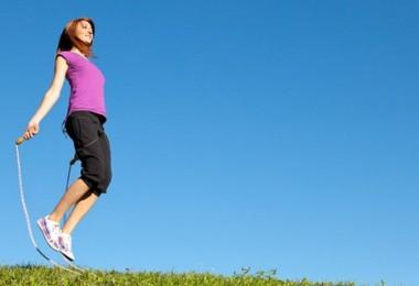 Вприпрыжку к стройности: скакалка для похудения