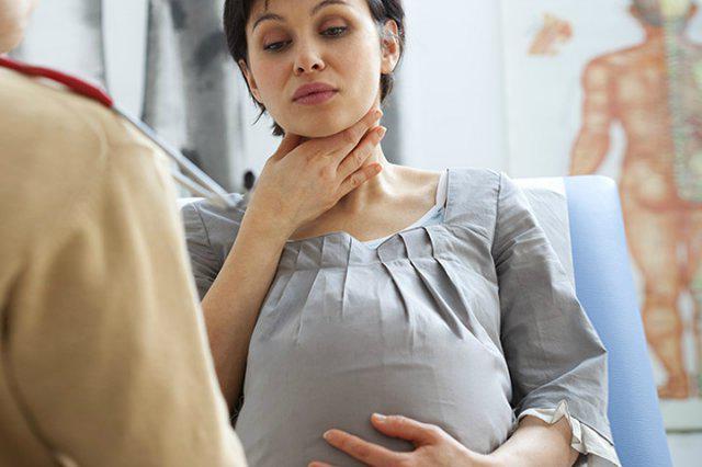 Как лечить ангину беременным: основные аспекты
