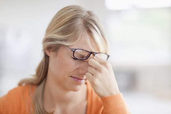 Как лечить сухость глаз?