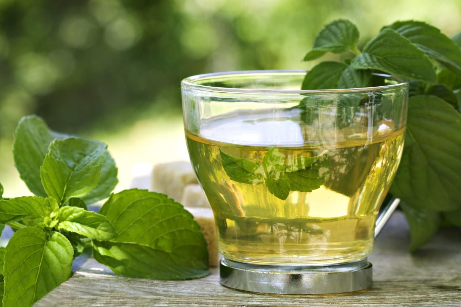 Витамины, которые содержатся в этой зелени, помогут справиться