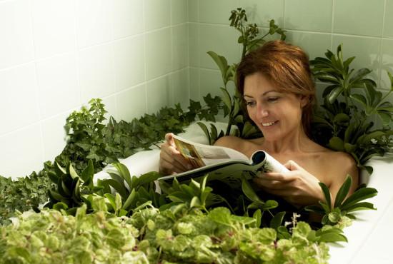 Народное лечение климакса у женщин: душистые ванны в помощь
