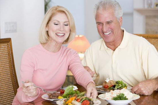 Какие витамины необходимо получать с продуктами и пить после 50 лет женщинам?
