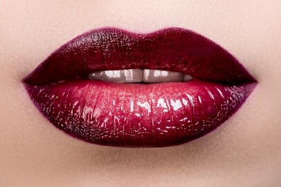 В чем заключается правильный макияж губ?