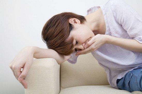 Причины спазмов в желудке и тошноты