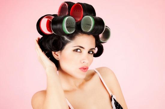 Как выпрямить волосы без фена: используем бигуди-липучки