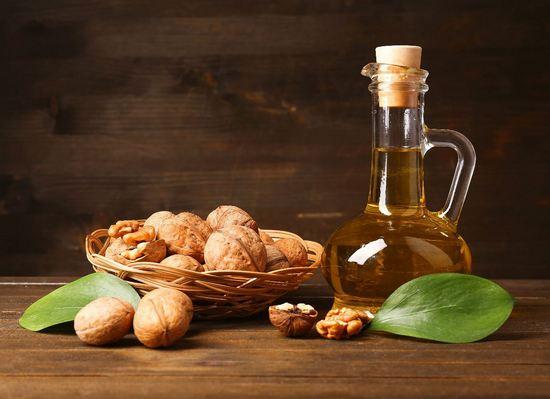 Чем полезно свежее масло грецкого ореха для женщин?