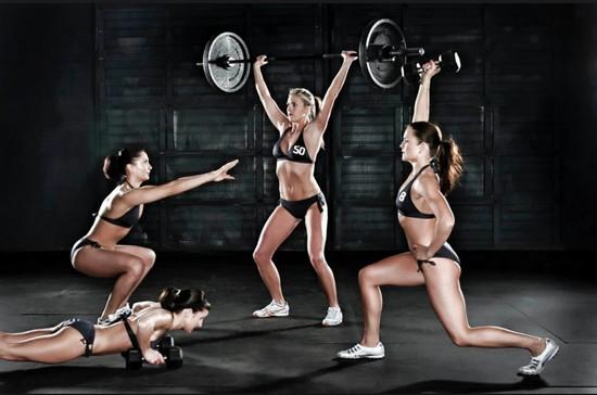 Круговая тренировка для девушек в тренажерном зале