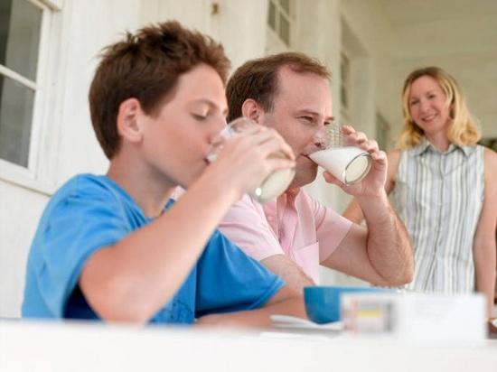 Пить ли взрослым молоко?