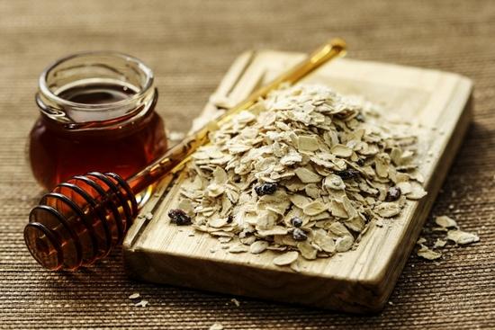 Маска для лица на основе меда и оливкового масла