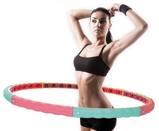 Вращение массажного обруча  для устранения жировых отложений в боках