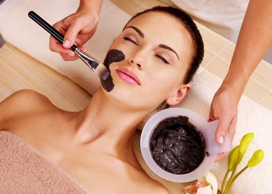 Маски из черной глины для лица: польза