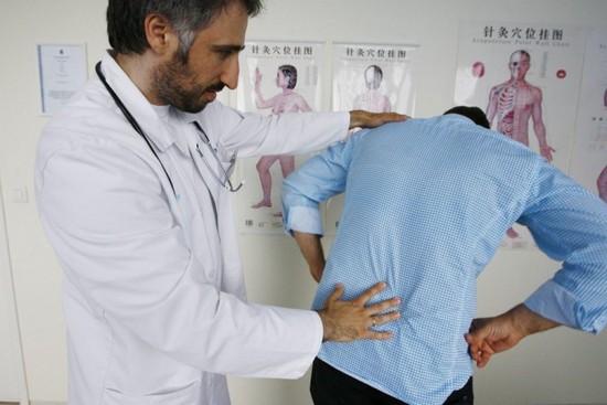 Ревматизм спины: симптомы заболевания и лечение
