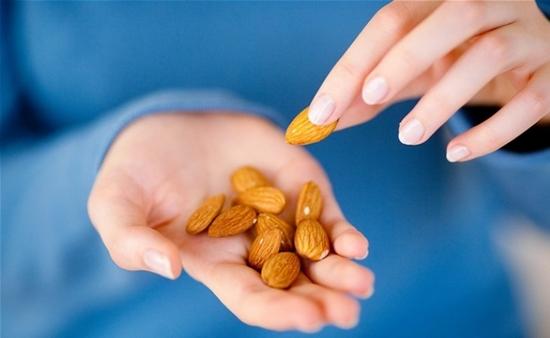 Сколько калорий  в 1 орехе?