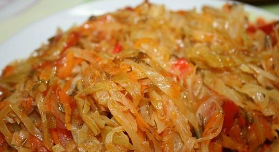 Сколько калорий в тушенной на масле квашеной капусте?