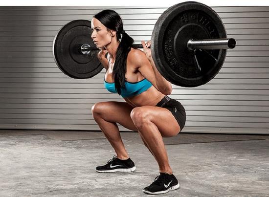 Программа тренировок в спортзале для подготовленных девушек