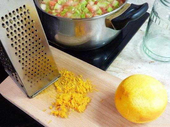 апельсиновую цедру натрем на мелкой терке