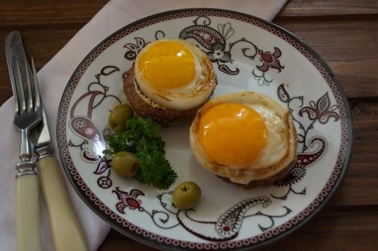 способ приготовления бифштекса из говядины с яйцом