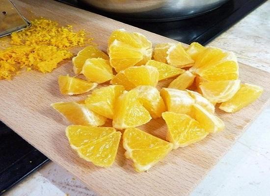 Нарезаем апельсин дольками