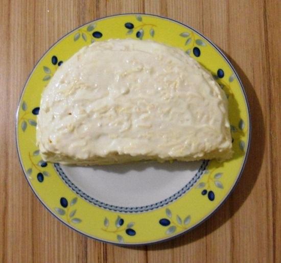 Покрываем слой сыра обильно майонезом