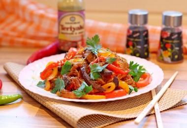 Говядина по-китайски с овощами в кисло-сладком соусе