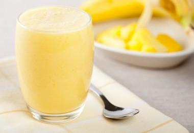 Смузи с бананом, овсянкой, молоком и творогом: рецепты