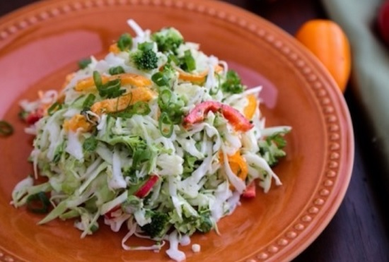 салат витаминный с брокколи