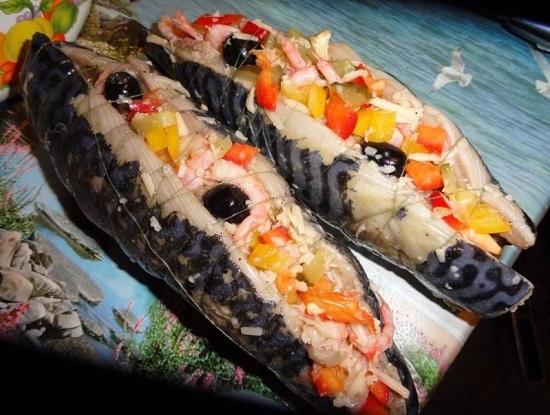 Заворачиваем рыбное филе в рулет