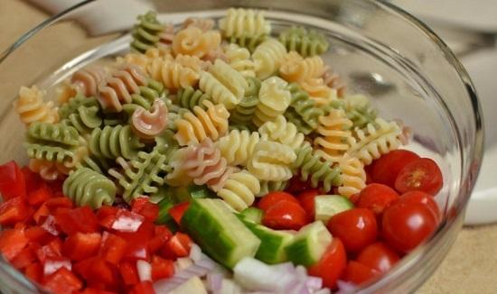 Добавим к овощам макаронные изделия