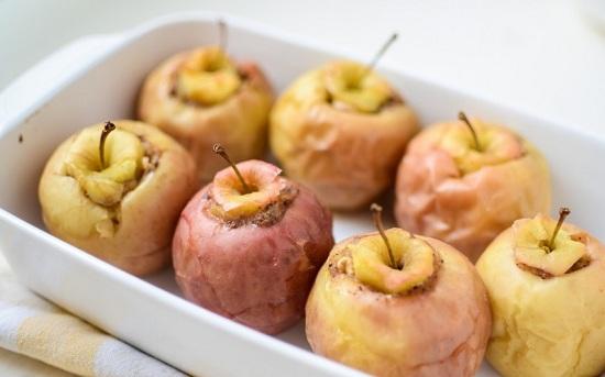 Накрываем яблоки верхушками с хвостиками