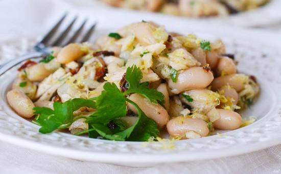 Фасолевый салат с грибными нотками