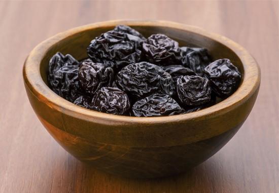 настойка на черносливе на спирту с рябиновыми плодами