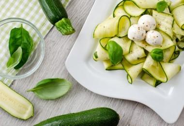 Салат из свежих кабачков: рецепты с огурцом и другие с фото