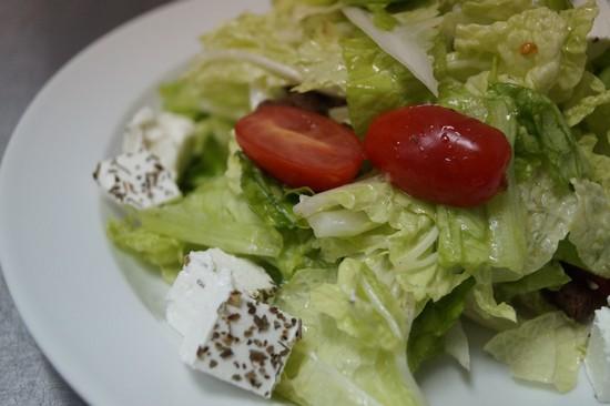 Салат с сыром Фета и капустой