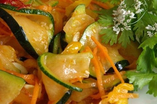 Хорошенько перемешаем салатик и поместим в холодильник